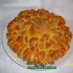 Pogača od kiflica filovana mladim sirom i kajmakom
