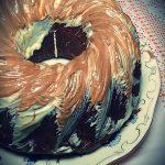 Čokoladni kuglof sa suvim šljivama i orasima