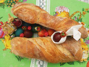Uskršnji  uvrnuti hleb