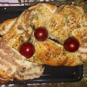 Vaskršnja pletenica sa mlevenim mesom