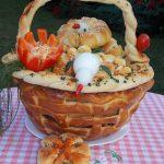 Praznična korpica puna peciva i pilića:))