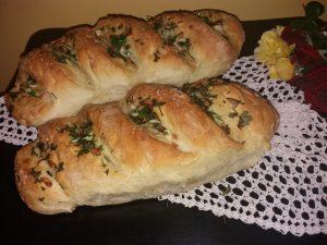 Hleb sa belim lukom i peršunom